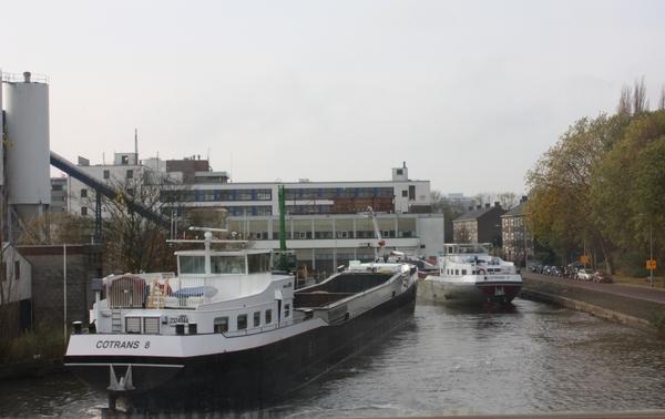 Scheepvaartverkeer in Rijswijkse Haven op volle kracht