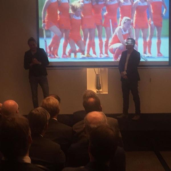 Weer een feestje mogen bouwen op het podium met @marchoogerland bij #EY #grenzenverleggen #innovatie #angst #goedduootje 👌