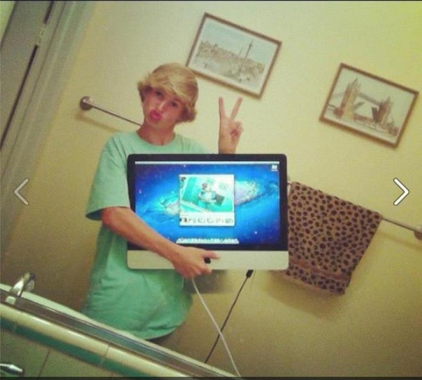 WAT.  Selfie? ✔  Mirror? ✔  Bathroom? ✔  Duckface? ✔  Dude? ✔  iMac? ✔