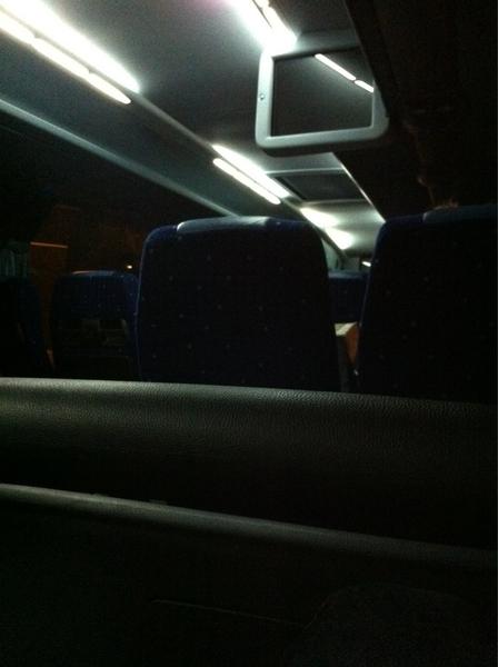 In een ruime en nette touringcar de reis vervolgen. Dit overleef ik wel :)