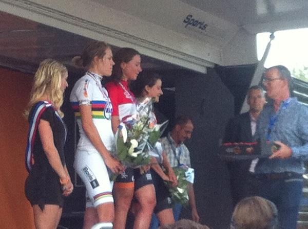 Mooi podium op #nktijdrijden @avvleuten kampioen en @marianne_vos derde #raboliv