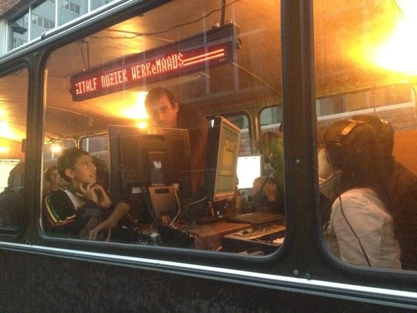 Schoolbus voor electro. Festival Witte de With #wvwdw