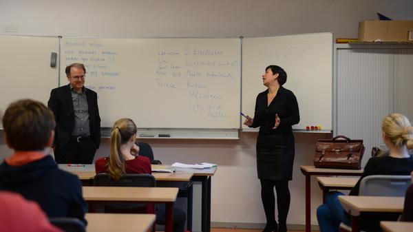 Vandaag waren 2 @capraadvocaten op @Rodenborch #rosmalen om aan #2vwo te vertellen over belang van #taal