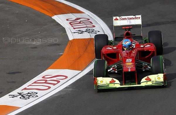 Mas fotos de #Fernando_Alonso @alo_oficial en #f1valencia @CircuitValencia