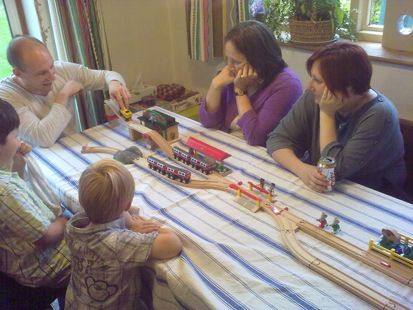 My brother in law, a circle line signaller explains the recent Northern Line runaway train to his nephews etc with the aid of Brio.