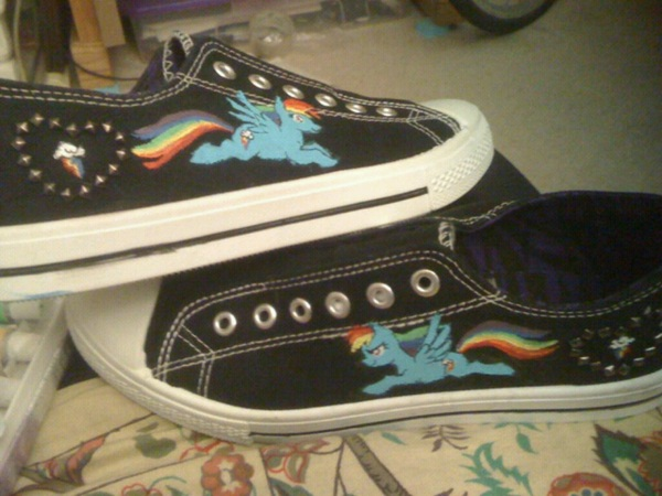 @PixieChixie36 now the low top Rainbow Dashes i'd wear! #MLP #Shoegame #Kicks