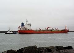 """Schip heette """"Lady Violet"""" en kwam met loods erachter het Noordzeekanaal op.. #buienradar"""
