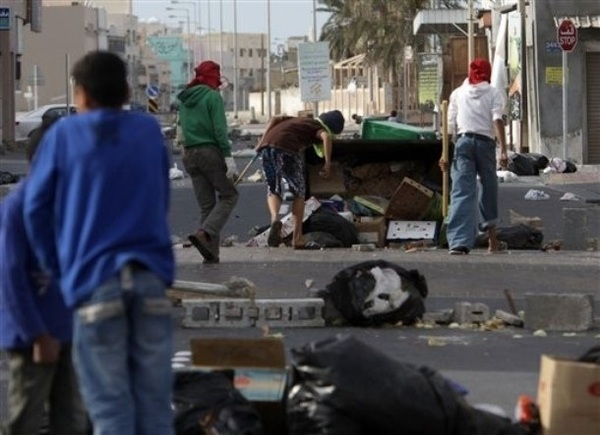"#UK we know how you're feeling, we've been through it! #UKriots #Londonriots  Pic5 of #Bahrain ""peaceful protests"""