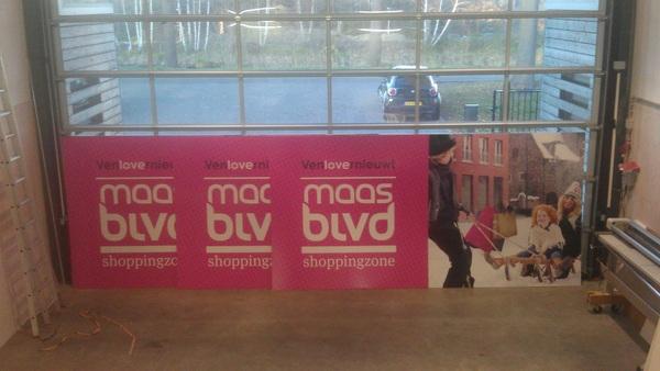 voor @venlomaasblvd hebben we naast 200m hout ook 3 grote platen van 2x4 mtr geplakt! binnekort te zien in #venlo!