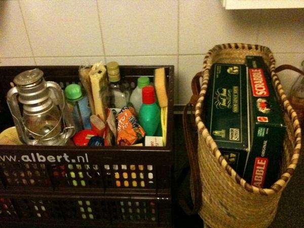 Voorbereidingen voor een weekendje drijvende caravan #hollandschtafereel