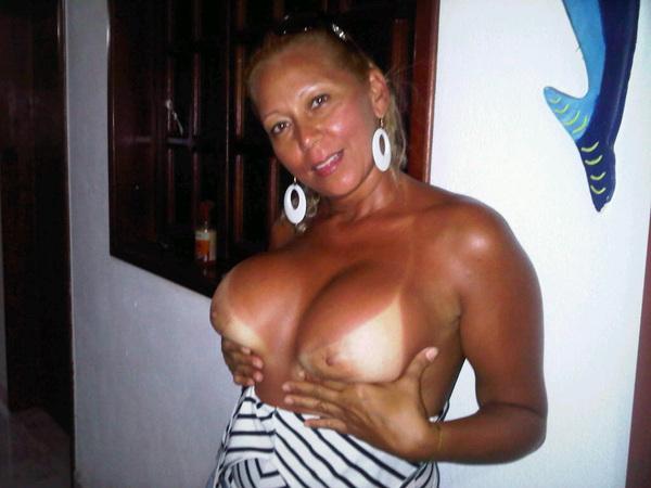 Ella es mi otra amiga se hizo las lolas a quien le gusta quien quiere salir con nosotras 3 ??