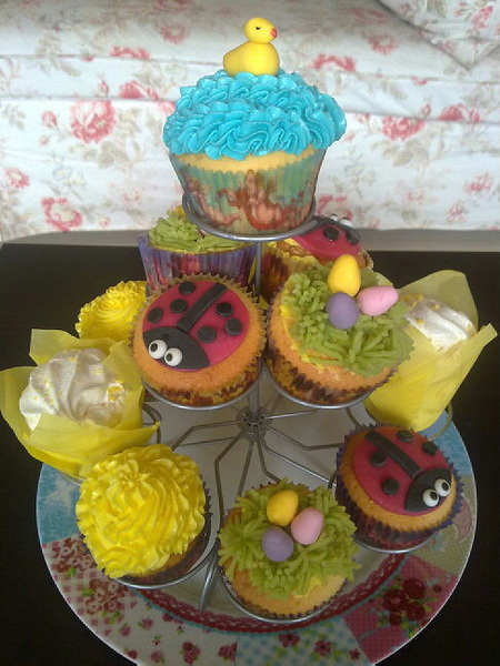 Homemade #Easter #cupcakes! Except the ones in the yellow paper, they are bought.