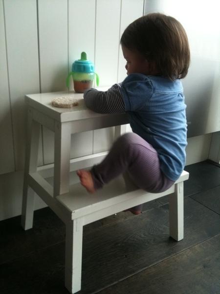 Das slim v Ikea trappetje een tafeltje maken #smartgirl #mamatweet