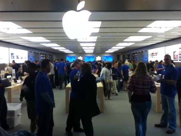 Sooo many people at the new #Anchorage #AppleStore no one noticed me slip that IPad down my shirt..
