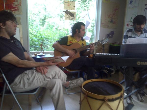 Argentijn/chileens/venuzuela's concert in onze huiskamer is begonnen, live stream fails helaas