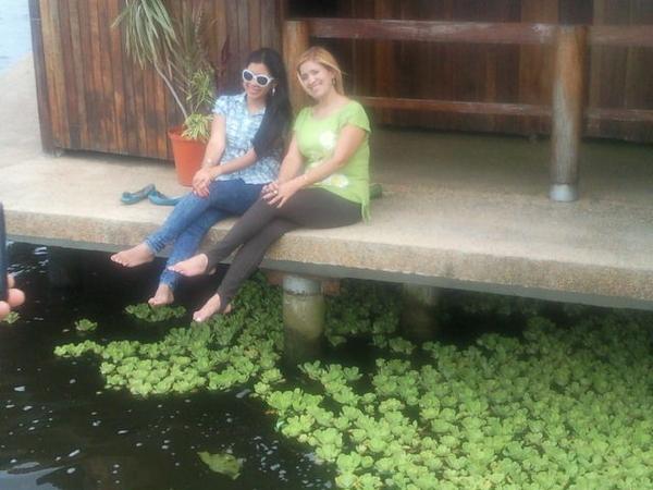 Con mi madre en puerto concha santa barbara, Edo zulia excelente lugar para visitar