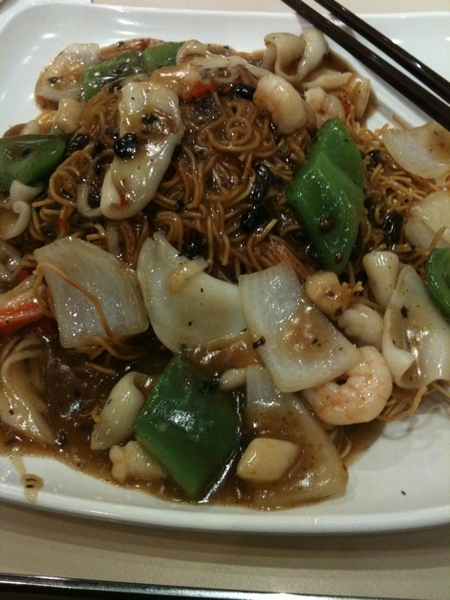 Seafood in blackbean sauce with fried noodles