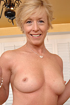 See more sexy #cougars and #milfs at http://bit.ly/lv4spn