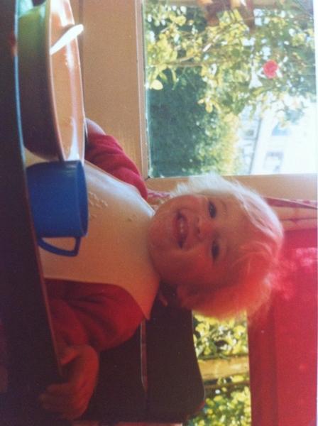 """Kleine Annemijn zegt: """"Annemijn in de groene stoel."""""""
