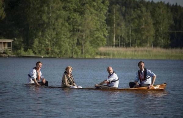 @TuurDS Angela Merkel op een zinkende boot. Beter dan dit wordt het inderdaad niet meer.  (credits naar @JOR_ID)