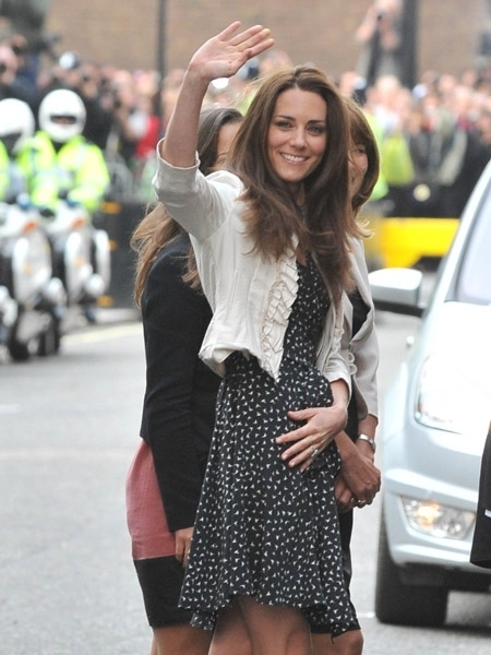 Kate Middleton was seen arriving at the Goring Hotel in an Issa dress today