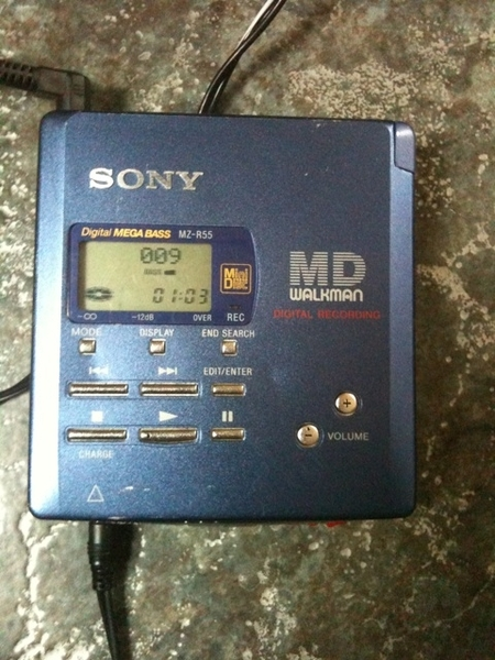 Sony minidisc player, old skool but stil cool stuff