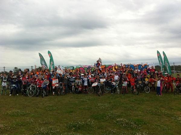 Alle BMX fans zwaaien het Olympisch Team uit! #bmxfandag @Papendal #KNWU
