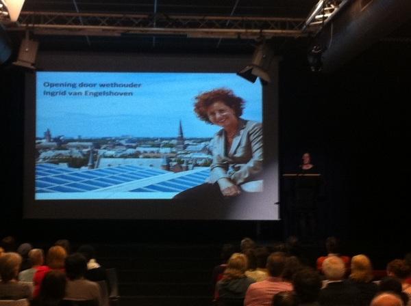 Wethouder @IvanEngelshoven opent enthousiast het Haags OnderwijsFilmFestival #HOFF @DiamantCollege @RVHdenhaag