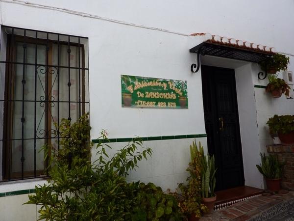 Curiosa industria en Salobreña ¿alguien necesita una zambomba? #fb