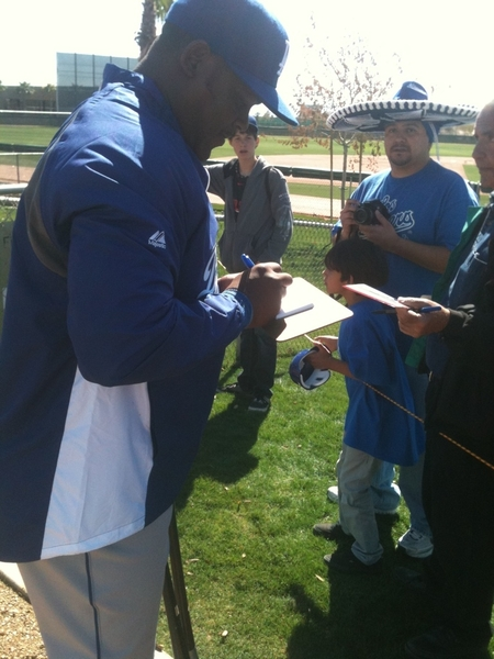 #sfgiants Juan Uribe, all in blue, meets #Dodgers fans.