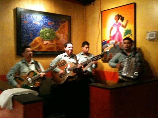 Frontera Farmer Foundation Market: every1 got to know farmers, eat great food, enjoy norteño music!