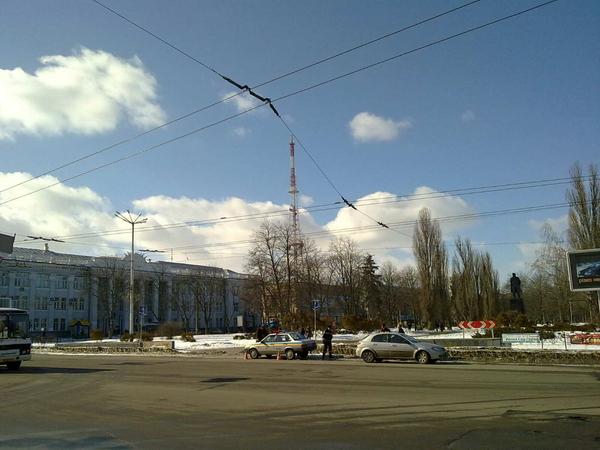ФОТО залитый солнцем черниговский проспект Мира и дедушка Ленин #cn_ua #vgtrip