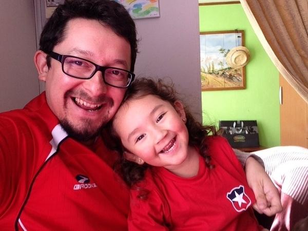 #LaMovidaDelMundial celebrando junto a mi #Princesa #SofiTolra con #LaRoja puesta ..!!  #VamosChileMierda
