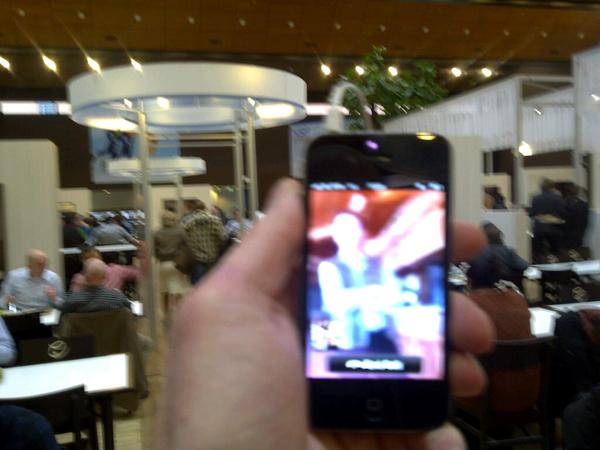 Mijn eerste iphone video skype gesprek in kpn kantine met @hansloots die in oosterrijk aan het skyeen is. Top kwaliteit
