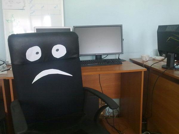 Ребята. У нас тут одно офисное кресло ждет своего программиста. Если есть сердце помоги ему ретвитом.