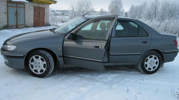 Вымыли,переобули...стала похожа на машину:)приехали в гараж к Косте.