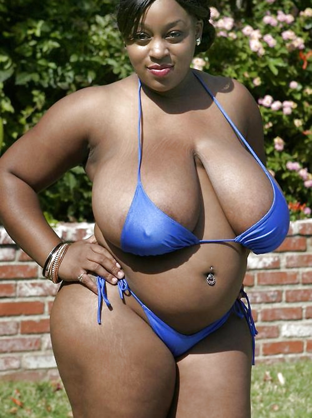 Thick athletic black girl nude