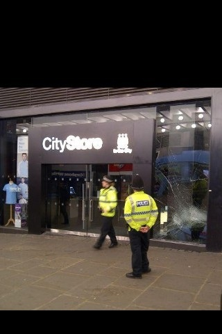 @davekiller84 @bigleesy6 @grahamanderson_ @jamesmarshall_ @nicky_reece @spartan_tom @wesdean_c city store #Manchester