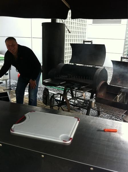 Jullie dachten misschien van niet maar JAWEL HOOR! de Eerste Enige Echte Effe Ekdom BBQ gaat doorrrrrr! #3fm #effeekdom