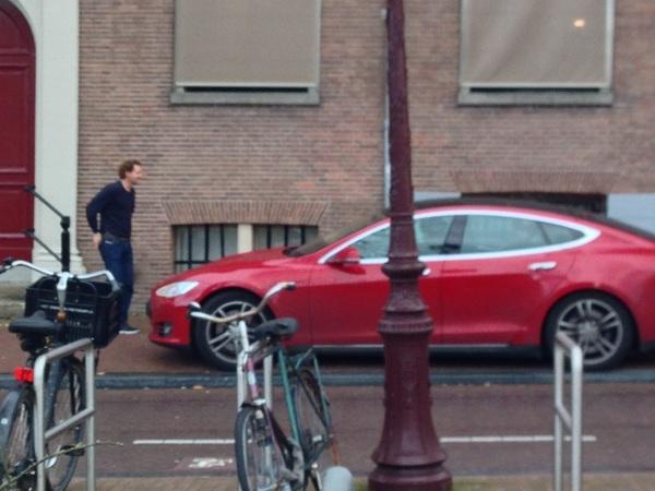 Alle developers van @mathys in de Tesla. Liefst nu geen ongeluk :-)