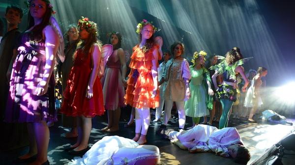 Weer prachtig licht van @StagelightNL bij #musical #midzomernachtsdroom @rodenborch #rosmalen