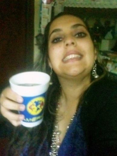 #noesdedios la hora y yo sigo tomando copas coquetas con mis amigos de la primario
