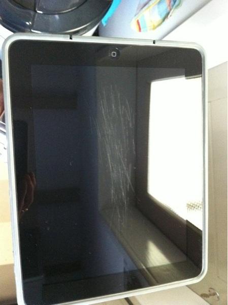 Krassen op m'n iPad komen hoogst waarschijnlijk door de sterretjesnagellak van onze jongste dochter.