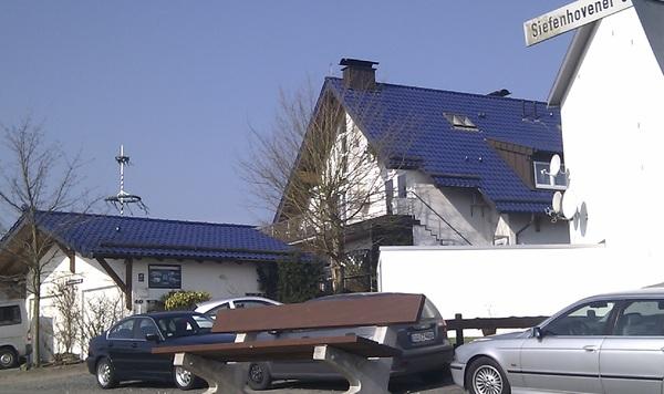 In de categorie 'firsts' presenteer ik: paarse dakpannen!