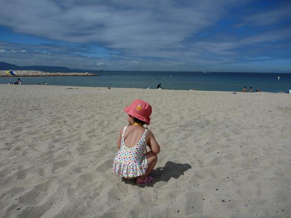 長女、初めての海