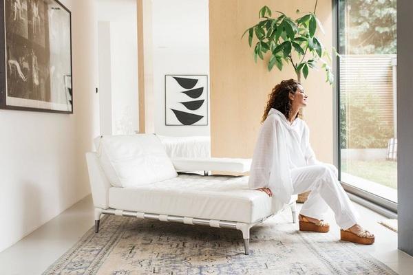 Wij kunnen geen genoeg krijgen van de prachtige kast van Monique, eigenaresse @moisestore. Link in bio. #closetof #shopmycloset #designerwear #secondhand #preloved #preowned #thenextcloset Foto: @irisduvekot