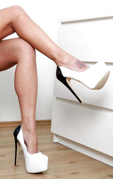 √#medias #mediasdenylon #saintmarché #jarretières #stockings #tights #pantyhose #nylons #hosiery #legs #heels #stilettos #HeelsAfterDark #HeelLover #Heels #heelsnhosiery
