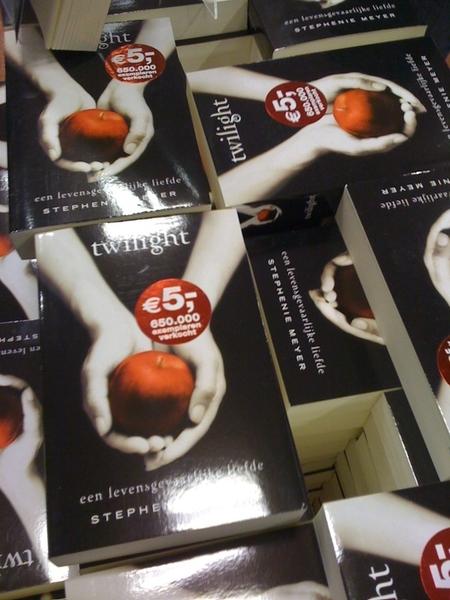 @erwblo sta in Scheltema. Ook dit eBook is duurder... ...  @jsnoeren