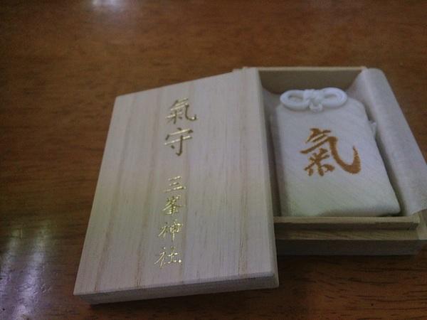 毎月1日に限定配布される、三峯神社ほ白い氣守ゲット! 雪が降ってるからまだ買えたのかな〜