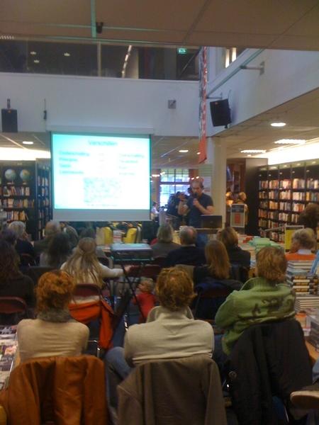 Boekhandel zoals het steeds meer moet worden. Volle zalen bij welke auteur dan ook. #Scheltema #020